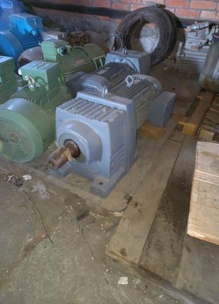 Мотор редуктор sew r97 11 квт 40 об нульц 2шт