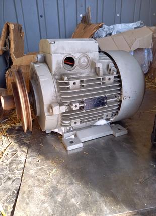 Электродвигатель siemens 2.5/5 квт 720/1450 об 132габ 38мм вал