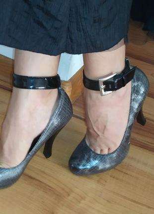 Стильные туфли на высоком каблуке