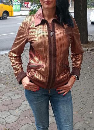 Кожаная женская куртка gianfranco ferre оригинал