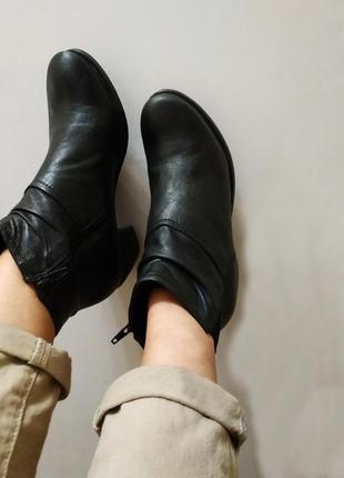 Ботинки со скошенным каблуком, утеплены, много осенних брендов...