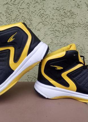 Баскетбольные кроссовки jstong