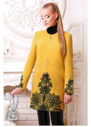 Женское демисезонное пальто из кашемира с принтованным кружевом