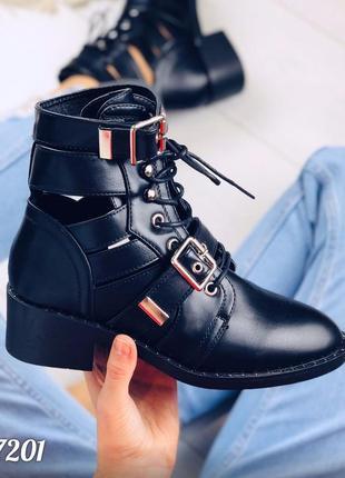 Стильные открытые ботинки деми