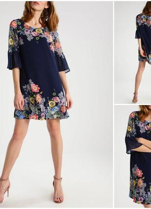 Нежное свободное платье в цветы с длинным рукавом