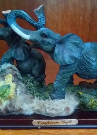 """Статуэтка """"Слониха и слонёнок"""""""