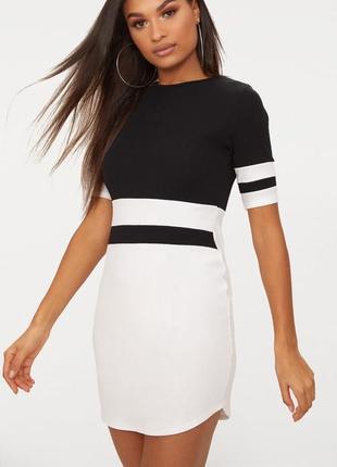 Стильное черно-белое платье в спортивном стиле