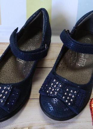 Красивые темно-синие туфли для девочек