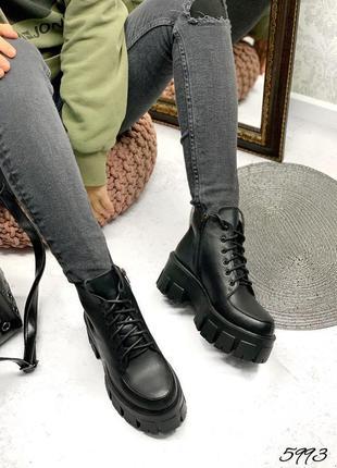 Трендовые женские кожаные демисезонные чёрные короткие ботинки...