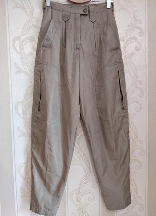Стильные фирменные брюки на х/б подкладке.