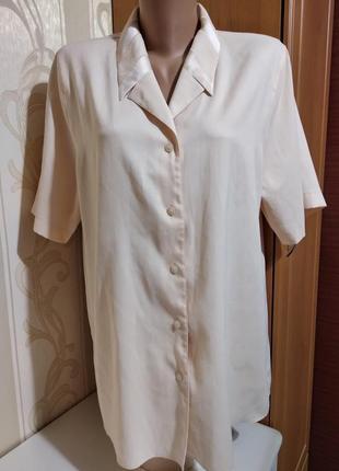 Нарядная блузочка с красивым воротничком.