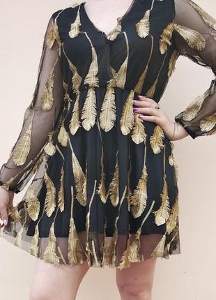 Супер платье с золотой вышивкой.