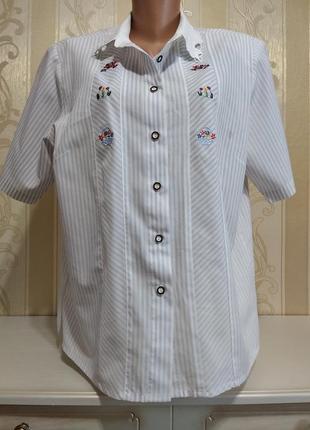 Блуза с вышивкой и ажурным воротником