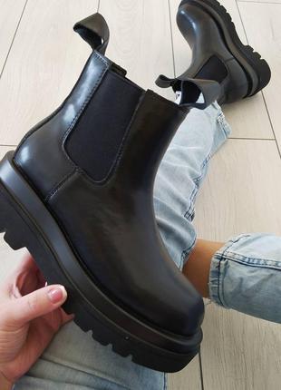 Шкіряні черевики на товстій підошві