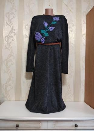 Длинное теплое платье, трикотаж с вышивкой.