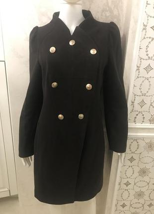 Красивое пальто шоколадного цвета