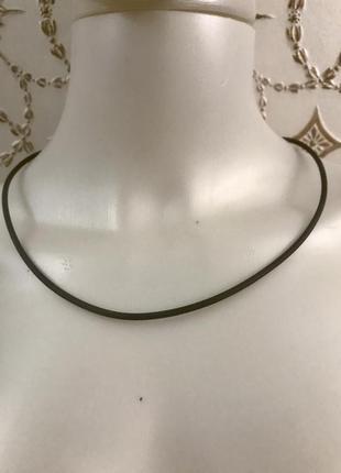 Каучуковый шнур/ колье с серебряной застёжкой zarina