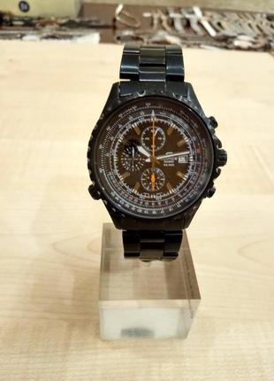 Стильные мужские часы известного бренда.