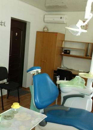 Стоматологиический кабинет с полным комплектом оборудования и инс