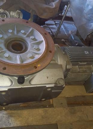 Мотор редуктор sew KAF97 11 квт  31 об 3410нМ с новой линии