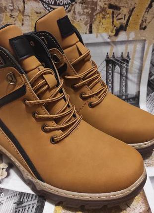 Желтые мужские ботинки