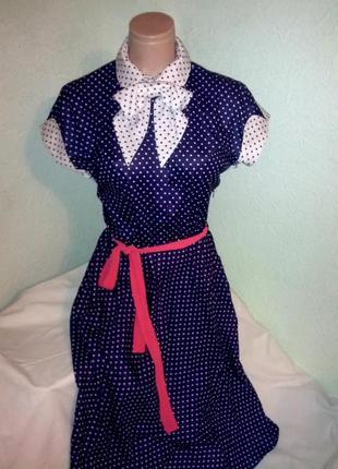 Красивое ,синее в горошек ,приталенное  платье,44-46разм.,венгрия