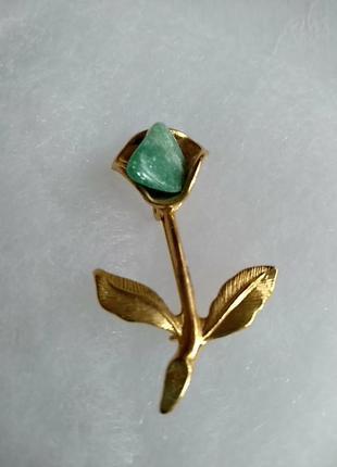 Брошь цветок с натуральным камнем