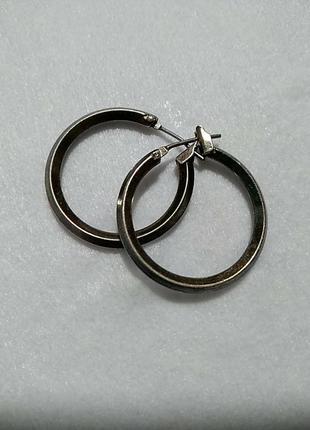 Кольца серьги серебристого цвета 2.5 см.