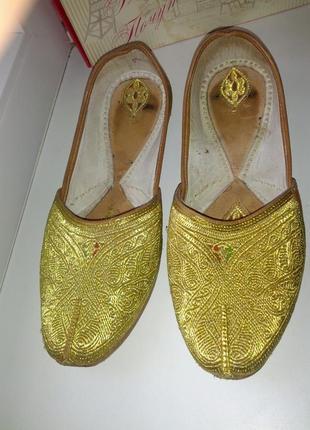 Шикарные туфли ручной работы,кожа,вышивка золотистая,39,5-40ра...