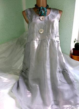 Очаровательное светло-серое тонкое льняное платье в стиле бохо...
