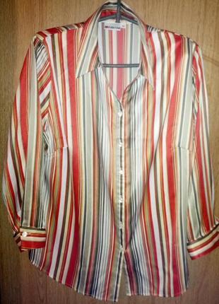 Шелковистая блуза в вертикальную полоску.