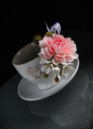 Подарочная чашка с цветами ручной работы