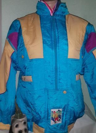 Новая яркая  курточка,46-48разм.