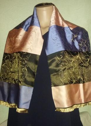 Красивый плотный шелковый шарф.
