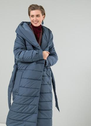 Женский пуховик-одеяло с капюшоном и поясом season цвета лунны...