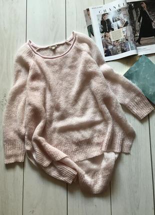 Пудровый свитер большого размера