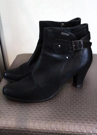 Классические чёрные кожаные полусапоги - ботильоны на каблуке ...