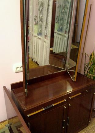 Трюмо с зеркалом