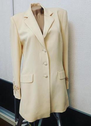 Удлиненный пиджак жакет с вышивкой