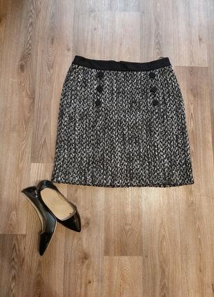 Черная базовая юбка с пуговицами миди мини  бренда M&S 48 размера