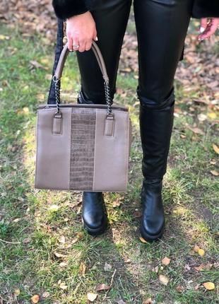 Женская классическая каркасная сумка кофейная крокодиловая