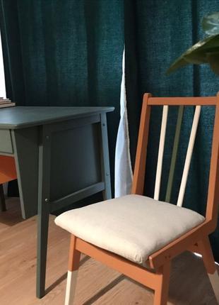 Дизайнерской отделки стол и стул ретро