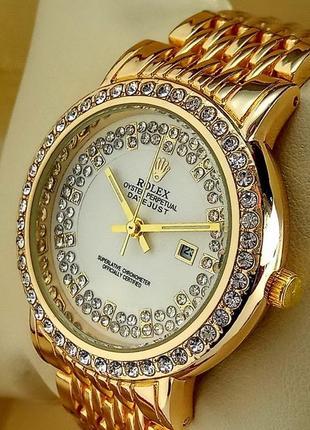 Женские кварцевые наручные часы  с датой на металлическом брас...