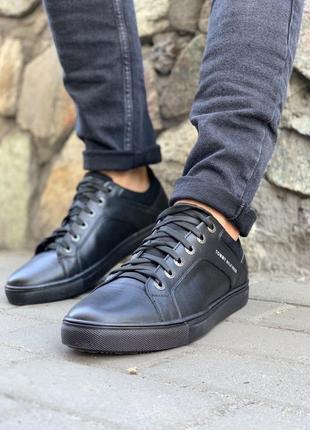 Tommy hilfiger, мужские кеды /кроссовки чёрные.