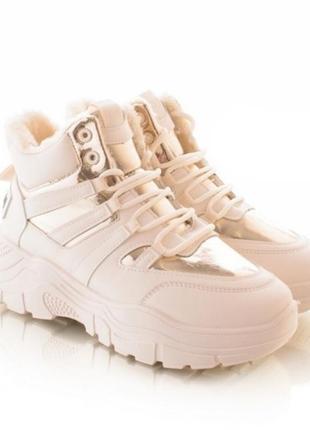 Зимние кроссовки белого цвета