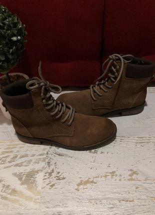 Ботинки із натуральної замші,від andre.