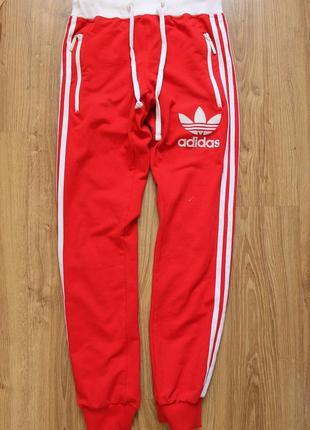 Стильные женские красные спортивные штаны с большим велюровым ...