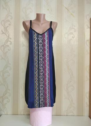 Платье сарафан бохо с узором на бретелях.  boohoo boutiqe