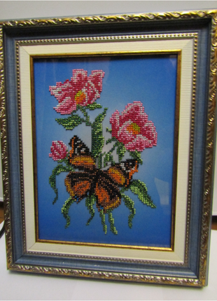 "Вышитая картина бисером ""Мотылёк на цветке"""
