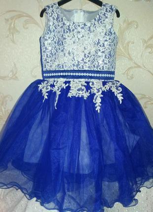 Нарядное платье на девочку   4-5л